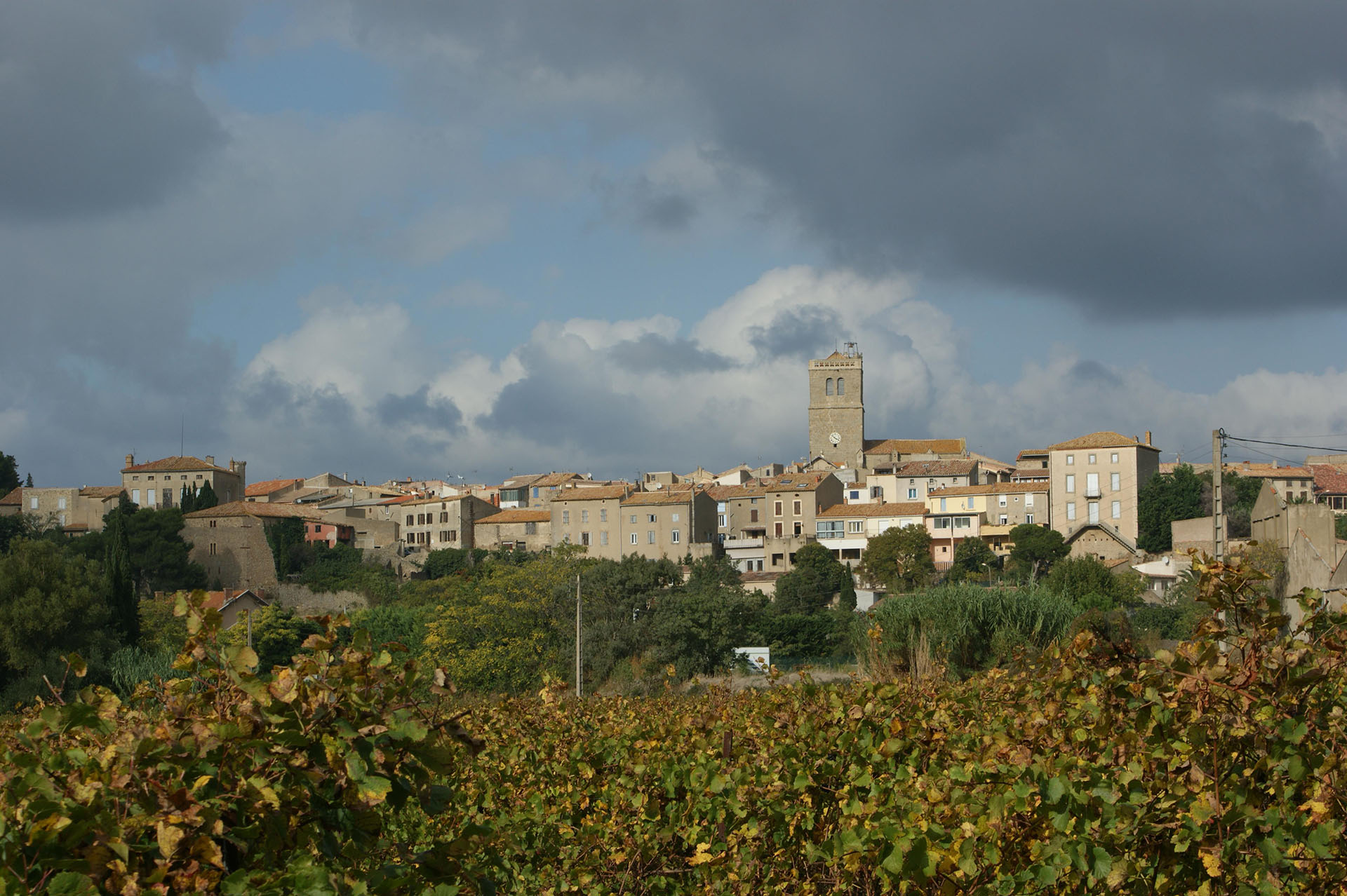 Banner 01 Azille town from La Redorte direction