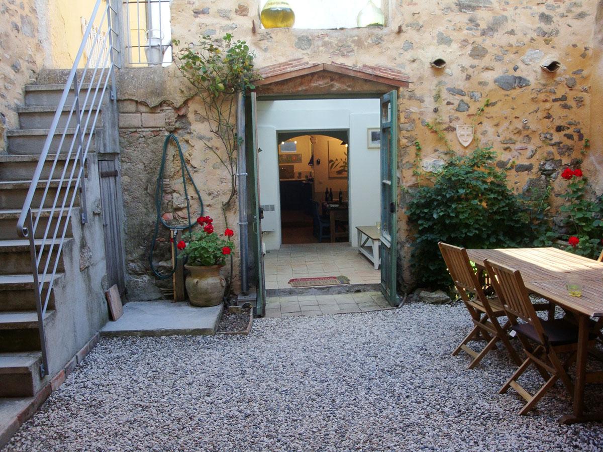Courtyard 6 - looking inside
