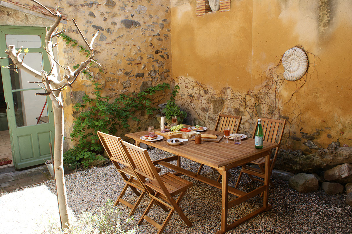 Azille Maison - private courtyard